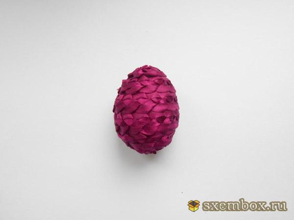 Получаем наше кружевное яйцо в ленте