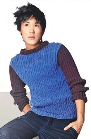 Молодежный свитер с рельефным узором